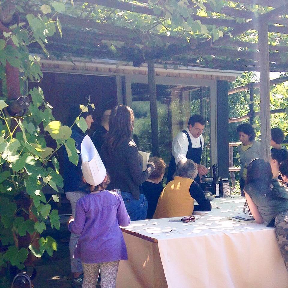 """""""Cuciniamo con le erbe"""" con lo chef Alessandro Gavagna nel cortile dell'Acetaia Sirk"""